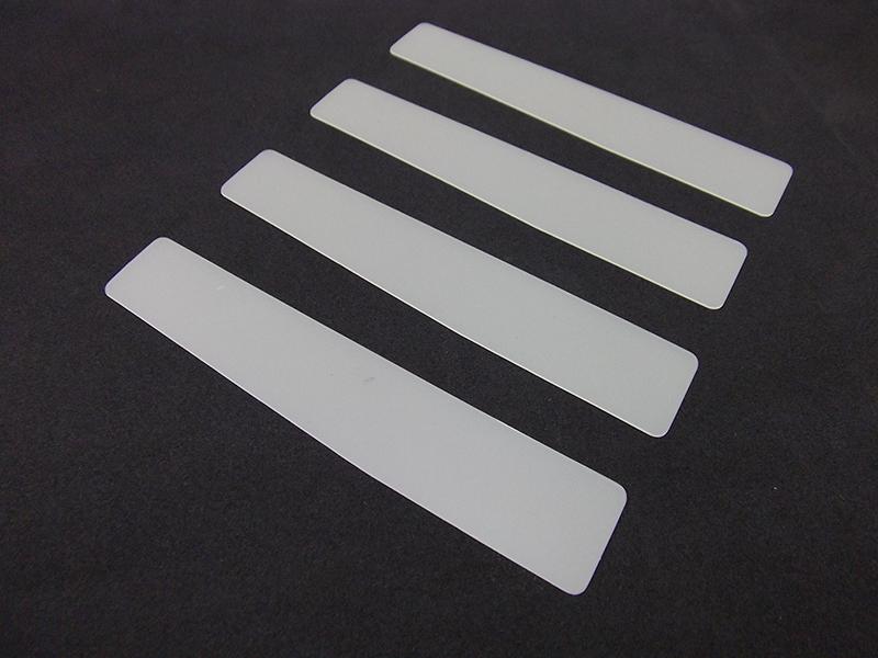 フィルムやゴム、紙など薄くて柔らかいものの加工に向いている