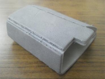 トムソン加工と同時に型を使って、折り目をつけることができる